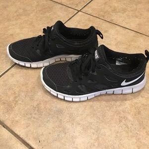 Nike Black & White Shoes // Size 5Y